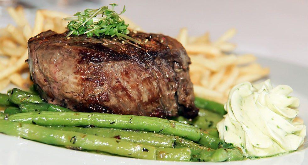 beef-tenderloin-fries-string-beans-thyme-butter